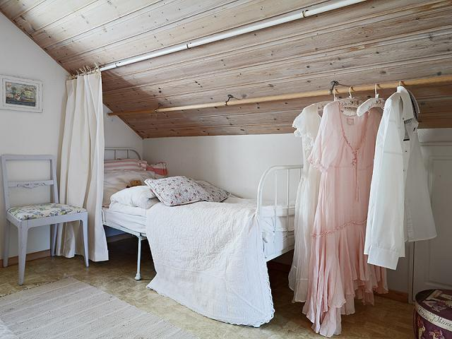 sypialnia na poddaszu, skandynawskie poddasze, pokój na poddaszu w stylu skandynawskim, attic bedroom,attic rooms,attic decorating pictures,Scandinavian attic