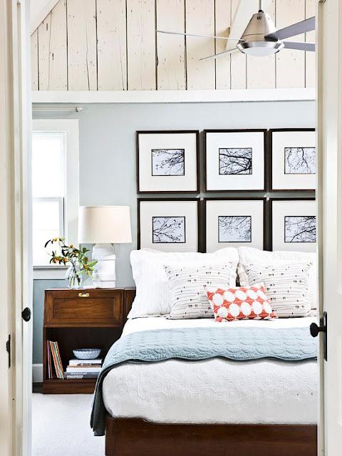 białe panelena ścianie w sypialni