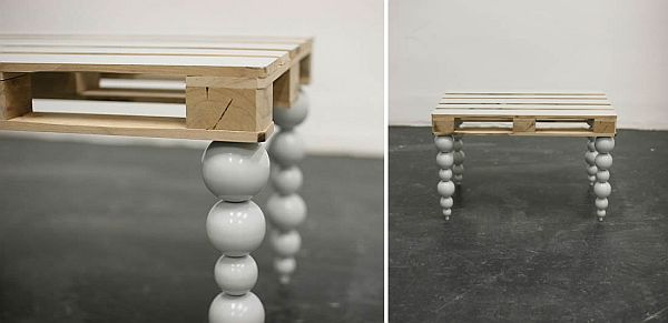 stolik z palety z fikuśnymi nogami