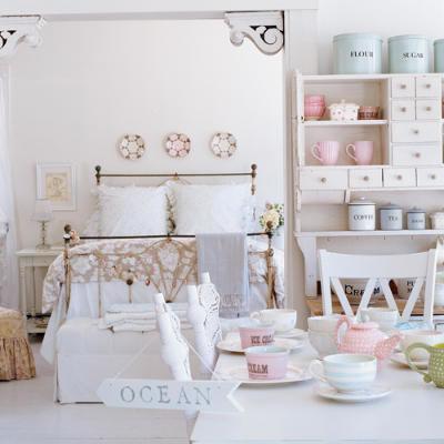 Wn trza shabby chic lovingit for Pastel dining room ideas