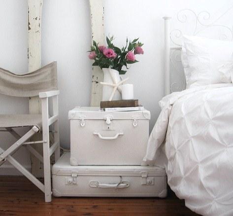 biała walizka,białe dekoracje,vintage,retro,romantyczna dekoracja, ekologiczne