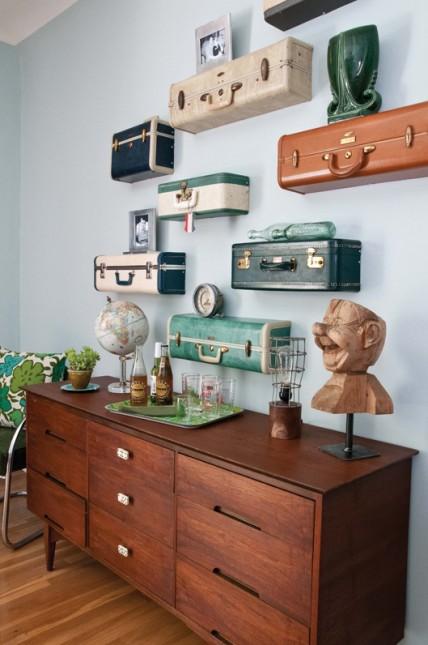 wiszące walizki,zielona walizka,granatowa walizka,turkusowa walizka,czarna walizka,brązowa walizka,stolik z walizki,biała walizka,białe dekoracje,vintage,retro,romantyczna dekoracja, ekologiczne