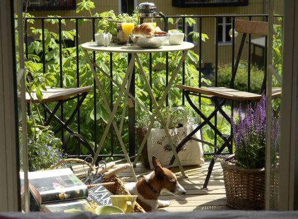 aranżacja balkonu,kute meble ogrodowe,meble czarne na balkon,jak urządzić balkon