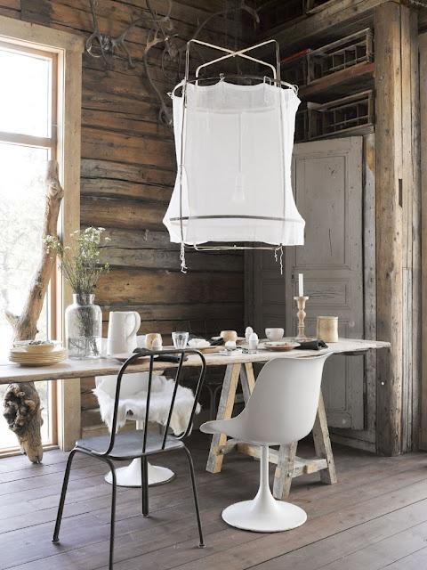 dizajnerska jadalnia,nowoczesny wiejski dom,nowoczesne białe krzesła