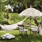 Relaks w ogrodzie, czyli gdzie kupić ciekawe meble, lampiony i dekoracje na taras i do ogrodu – zakupy on-line