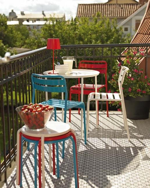 kolorowe mele do ogrodu,meble na balkon,aranżacja balkonu,ja urżądzić mały balkon