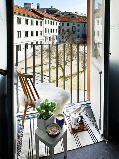 Inspirujce Pomysy Na Aranacj Maych Balkonw May Balkon Inspiracje Lovingit