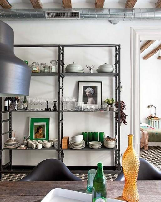 industrialna kuchnia,metalowe regały,industrialne lampy,szare lampy i regały kuchenne,meble z odzysku,recykling