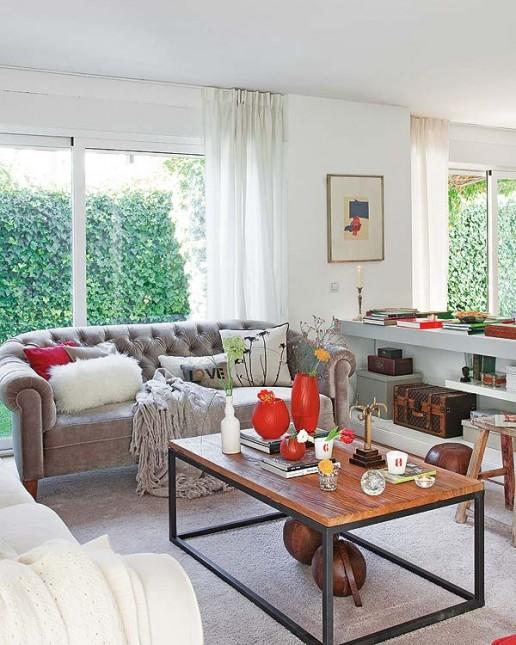 salon w białym, szarym,czerwonym kolorze,stylowe sofy,industrialny stół,taboret