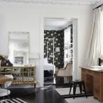 Zmiksowane style w tradycyjnym schemacie kolorów, czyli wędrówka po pięknym mieszkaniu w kolorach bieli, brązu i czerni