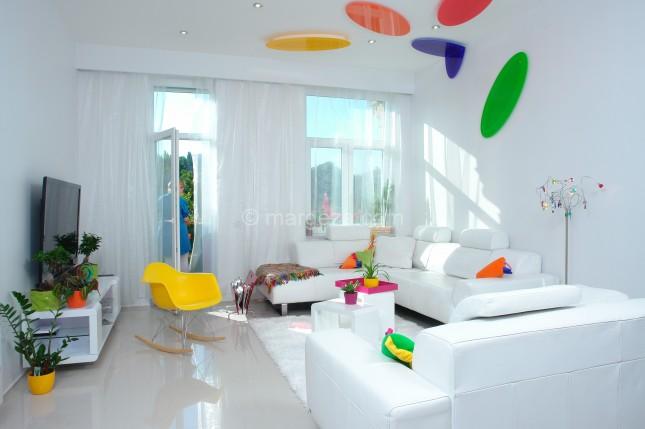 nowoczesne mieszkanie,jak urzadzić nowoczesne mieszkanie,aranzacja nowoczesnego mieszkania,dom w nowoczesnym stylu,kolorowa aranzacja mieszkania,dizajnerskie mieszkanie,desingerskie mieszkanie,mieszkanie dla młodych,młodzieńczy wystrój mieszkania,wesołe inspiracje wnętrz,nowoczesne wnętrza mieszkań,biały kolor we wnętrzach,jak łączyć biały kolor,jakie kolory sa modne we wnetrzach,żółte dodatki do wnętrz,niebieski kolor,zielony kolor,czerwony kolor,pomarańczowy kolor we wnętrzach