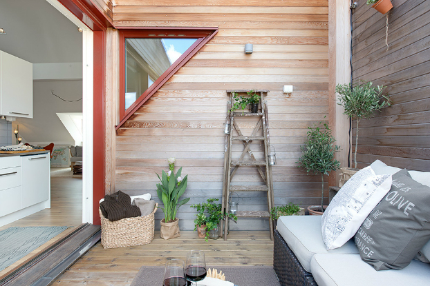 Taras na poddaszu ma y drewniany taras taras na dachu - Decorar patio interior piso ...