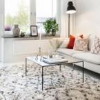 Etniczne meble i dekoracje w skandynawskim mieszkaniu, czyli mieszane zakupy on-line.