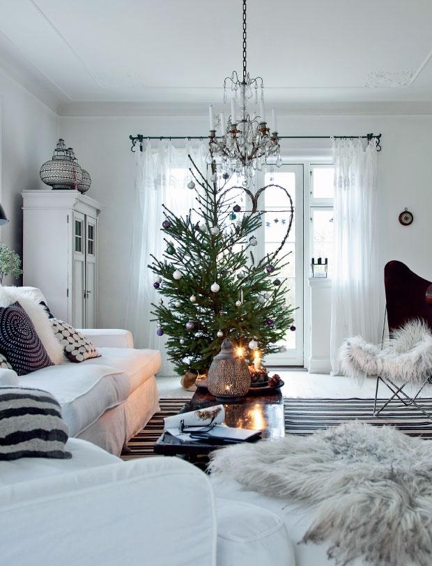 świąteczna choinka w salonie