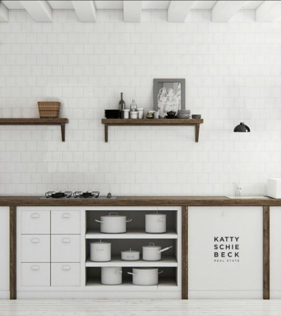 aranżacja białej kuchni,drewniane blaty w kuchni,drewniane półki w białej kuchni,białe płytki w kuchni,proste szafki w kuchni,modern rustic styl,rustykalna kuchnia