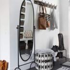 Uniwersalna aranżacja szwedzkiego domu w zmiksowanym stylu w poniedziałkowych zakupach on-line.