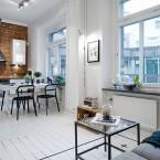 Biel, czerń i szarość + czerwone cegły – klasyczna aranżacja mieszkania dla indywidualistów :)