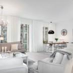 Subtelna mieszanka w jednym mieszkaniu, czyli jak połączyć styl nowoczesny, skandynawski i klasyczny w odcieniach bieli i szarości – zakupy online