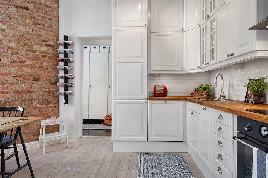 Jak zaaranżować mieszkanie o nieregularnym kształcie, czyli skandynawskie -> Kuchnia Drewniana Bielona