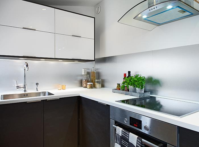 Jak urządzić mieszkanie na poddaszu w skandynawskim stylu? -> Kuchnie Na Poddaszu Nowoczesne