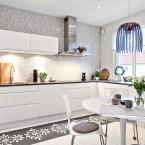 Elegancka aranżacja dwupoziomowego mieszkania, czyli piękna inspiracja klasyką