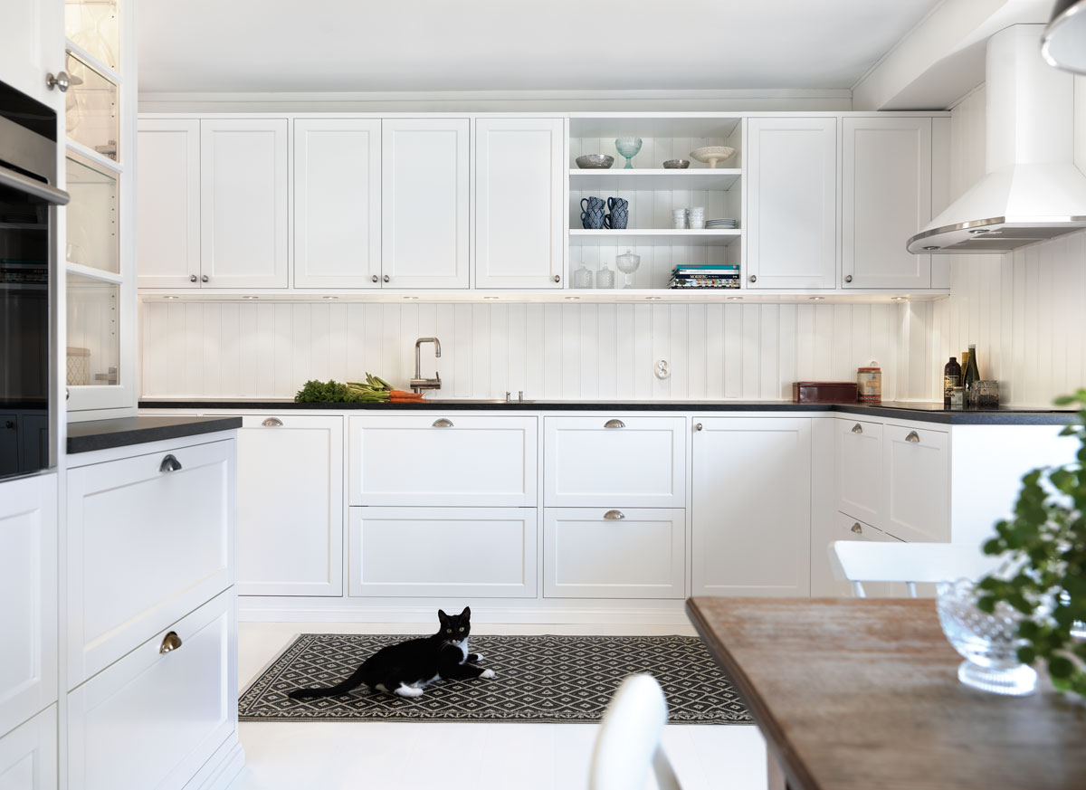 Jak urządzić kuchnię w nowoczesnym i klasycznym stylu? -> Kuchnie Jasne Z Czarnym Blatem