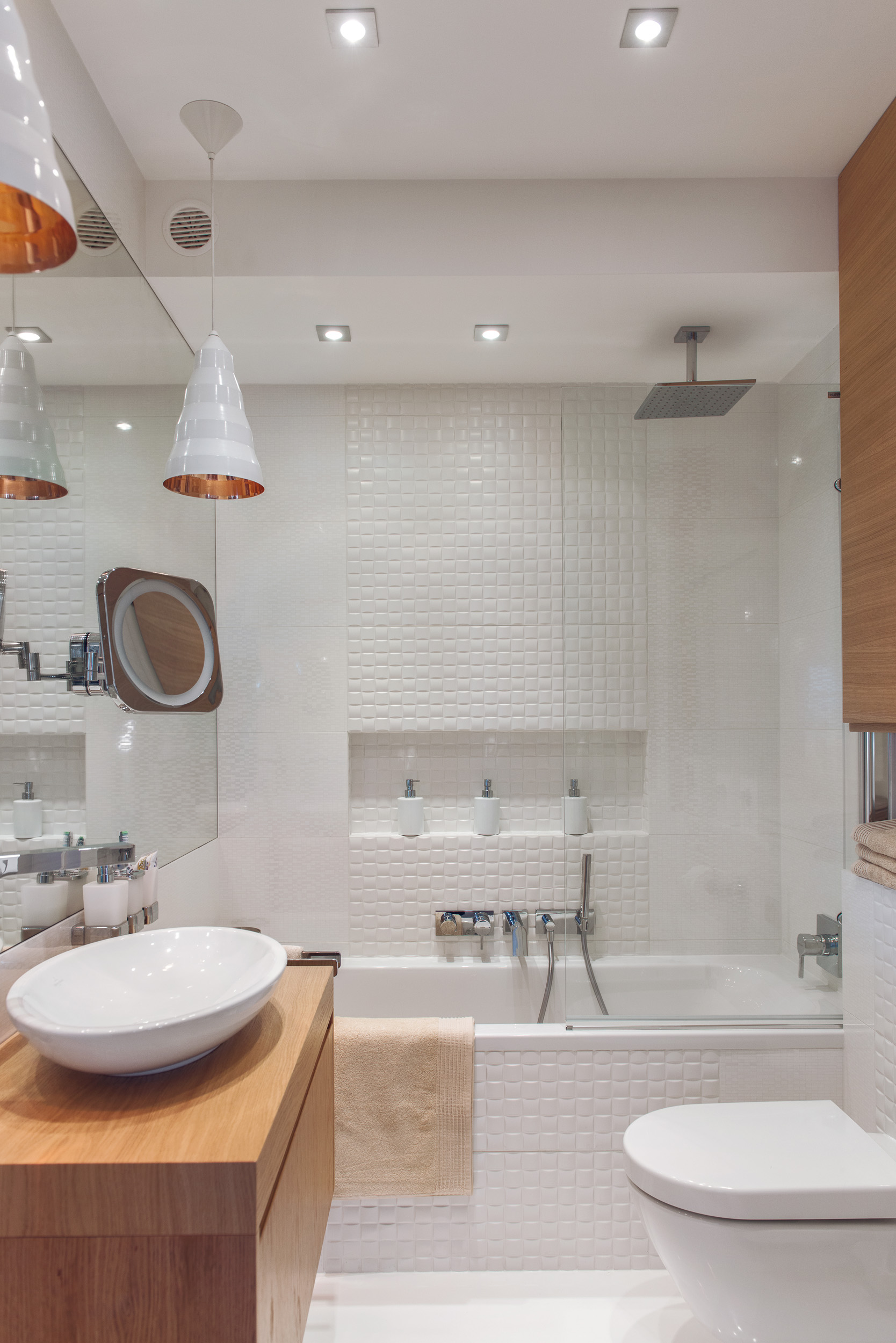 Łazienka jest świeża i naturalna tutaj też można dostrzec rolę  #995D32 1668x2500 Banheiro Com Banheira E Ducha