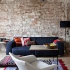 Rodzime inspiracje, czyli minimalistyczna aranżacja mieszkania o pow. 56 m2 z czerwoną cegłą