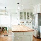 Zachwycające before & after, czyli aranżacja jasnej, przestronnej i funkcjonalnej kuchni z wyspą
