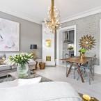 Wyjątkowe mieszkanie w stylu glamour ze złotymi dodatkami i… szarą cegłą w salonie