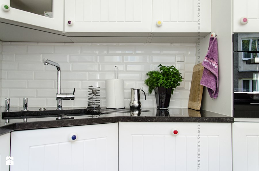 Jak umeblować mieszkanie w kamienicy? -> Biala Kuchnia Czerwona Cegla