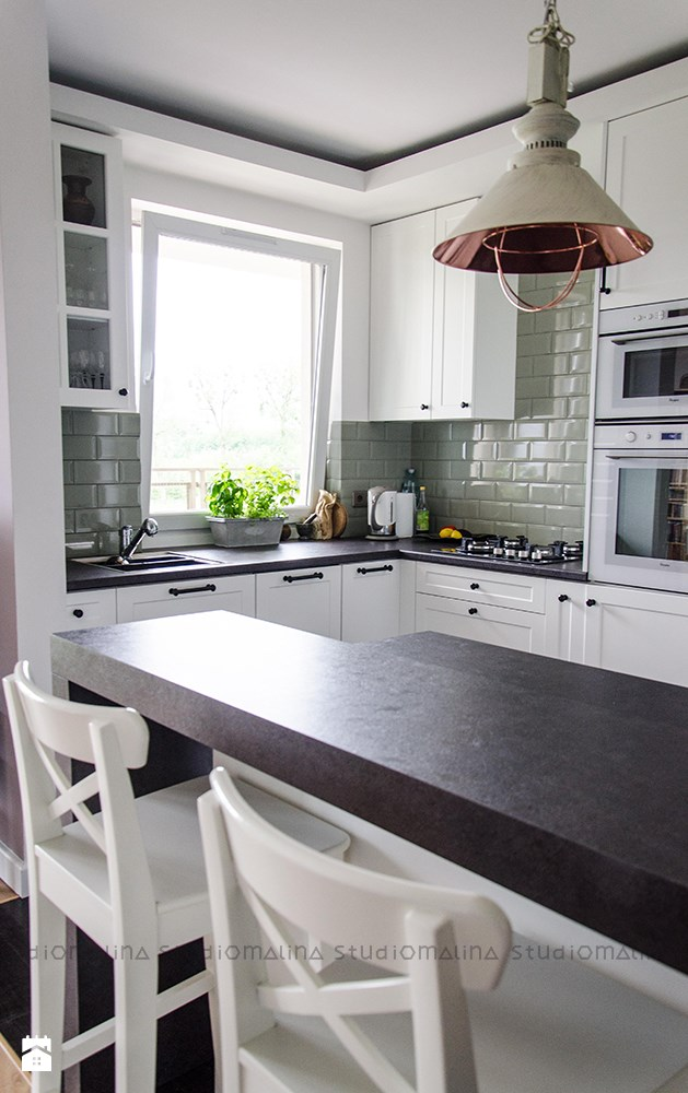 Jak urządzić kuchnię z wyspą? -> Kuchnia W Bloku W Stylu Skandynawskim