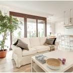 Subtelna aranżacja polskiego mieszkania inspirowana lekko minimalistycznym skandynawskim stylem :)