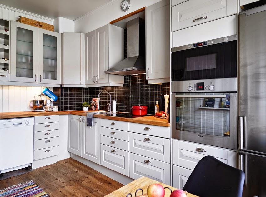 Jak urządzić salon z czarną ścianą z farby tablicowej   -> Kuchnia W Kafelkach