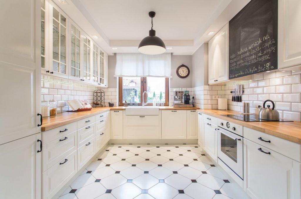 Jak urządzić dom w szarosciach w stylu klasycznym? -> Kuchnia Prowansalska Homebook