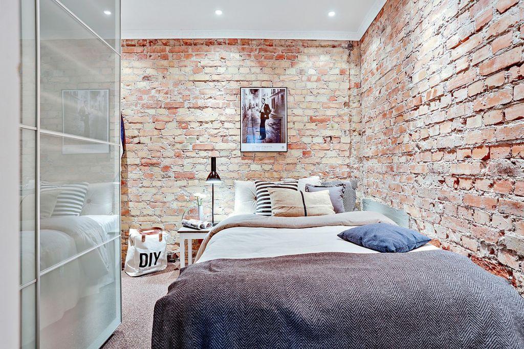 lampy wiszące sypialnia cegła