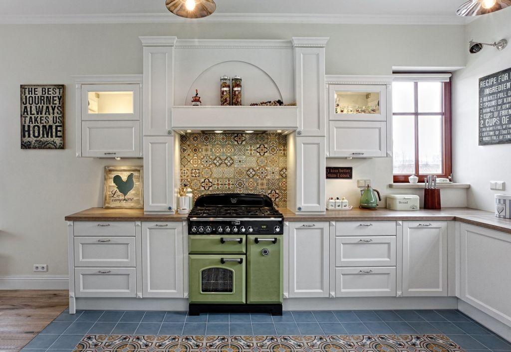 jak urz�dzi� kuchnię w stylu klasycznym z p�ytkami