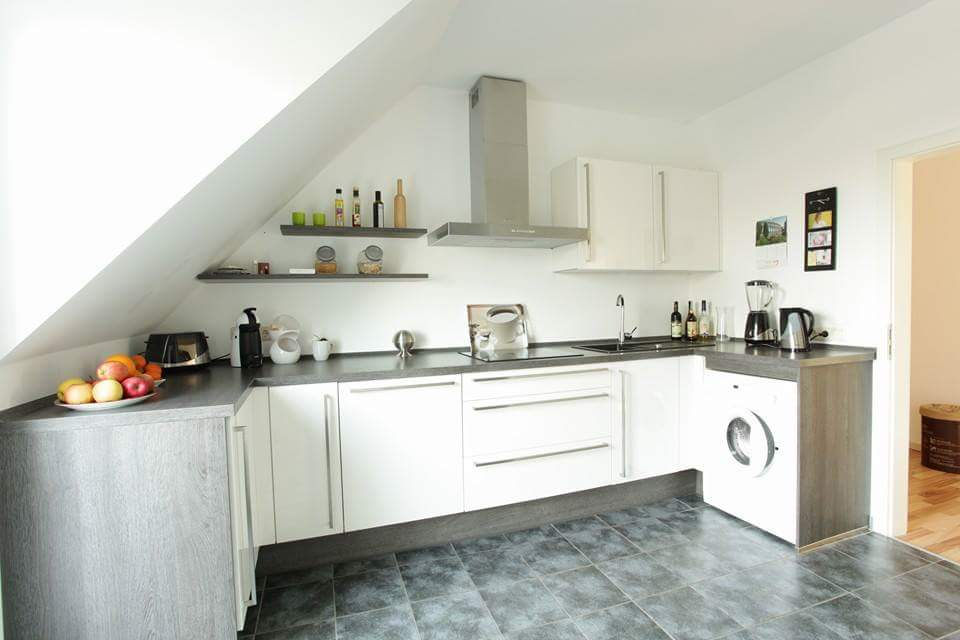 Jak zaaranżować mieszkanie na poddaszu?  Lovingit -> Nowoczesna Kuchnia Na Poddaszu
