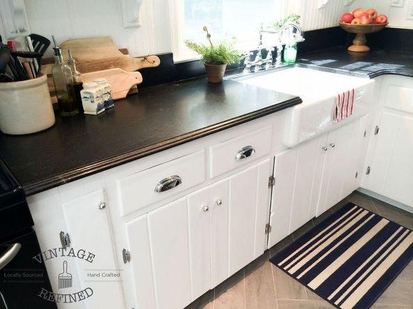 czarne blaty w kuchni