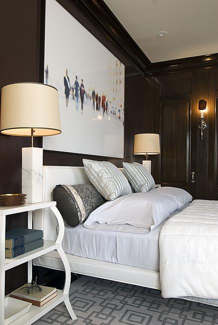Czarna ciana w pokoju jak zastosowa czarny kolor we - Que cuadros poner en el dormitorio ...