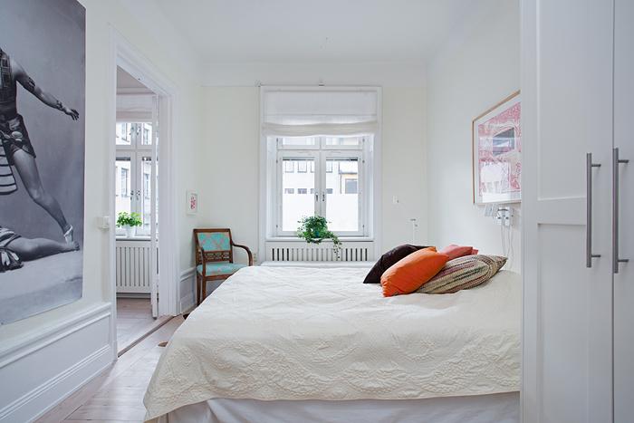 Ozdobne Poduszki Na łóżku W Sypialnipomarańczowa Zdjęcie