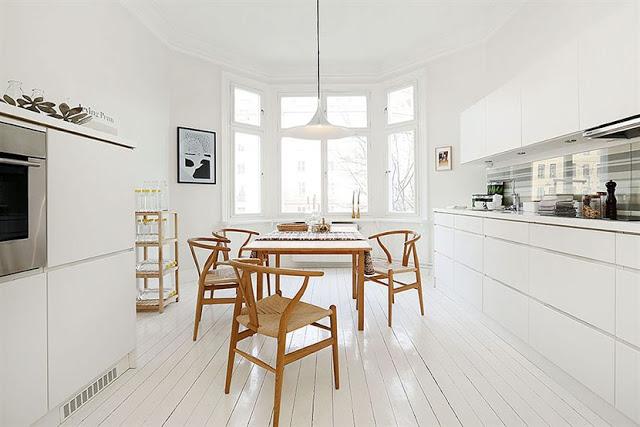 Jak urządzić mieszkanie w bieli i drewnie  zdjęcia   -> Biala Kuchnia A Podloga