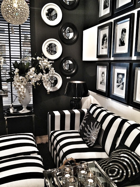 Jak urz dzi wn trze z bia o czarnymi pasami for Black n white living room